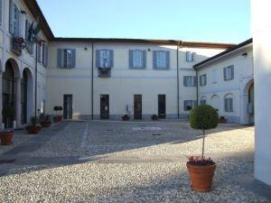 Carugate - Milano - Bonifica da umidità locali archivio edificio comunale