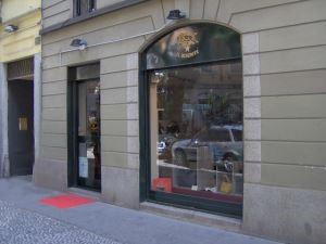 Via Madonnina - Milano - Migliorare il comfort di un locale commerciale eliminando umidità di risalita