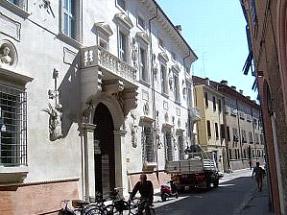 Via Voltapaletto - Ferrara - Risanamento murario locali piano strada immobile d'interesse storico