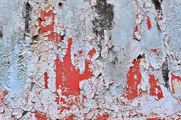 Pittura rovinata da umidità di risalita